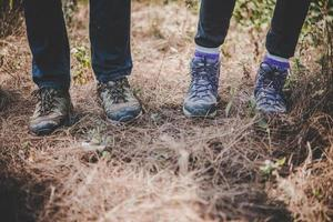 close-up van jonge wandelaarsvoeten foto