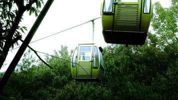 Changshu City, Jiangsu Province, 25 oktober 2020 - kabelbaan in de bergen
