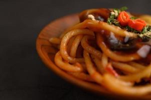Italiaanse pasta met saus foto