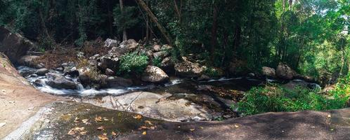 landschap in het Khao Chamao Waterfall National Park foto