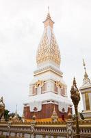 wat in that phanom, thailand, 2020 - uitzicht op de wat in die phanom-tempel foto