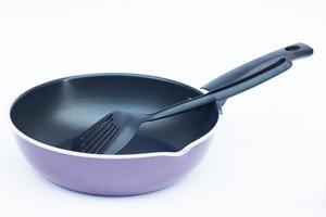 spatel in een paarse koekenpan