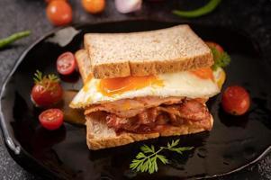 Broodje ham en ei-ontbijt