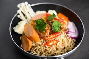Thaise noedels in een pan
