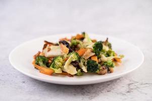 roergebakken broccoli, wortelen en champignons met varkensvlees