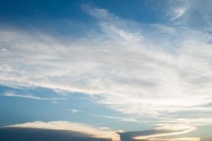 mooie blauwe hemelzonsondergang