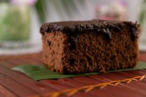 chocoladetaart op bamboe