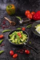 komkommers met tomaten