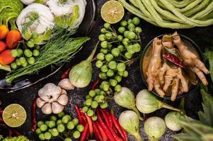 rijstnoedels en kippenpoten met meloen foto