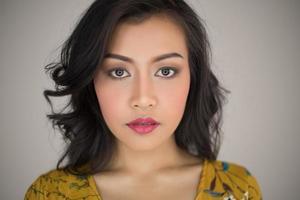 close-up portret van een vrouwelijk model foto