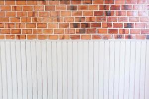 bakstenen en witte muur foto