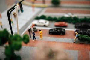 close-up van kleine miniatuur verkeerspolitie foto