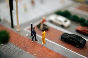 close-up van kleine miniatuur verkeerspolitie