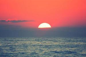 zonsondergang op de Zwarte Zee foto