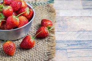 aardbeien in een kom