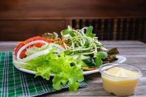 salade op een tafel