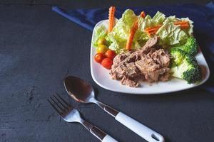 tonijn en groenten