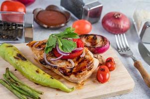 gegrilde kip en groenten foto