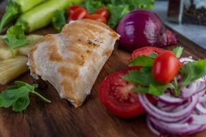 kippenbiefstuk met diverse groenten foto
