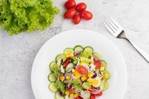 groentesalade met gekookte eieren