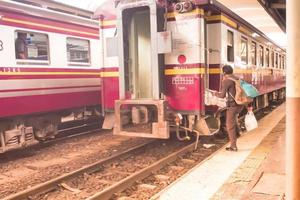 bangkok, china, 2020 - een treinstation in bangkok foto