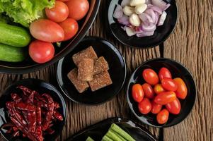 palmsuiker, rode uien, gedroogde paprika's, tomaten, komkommers, kousenband en sla