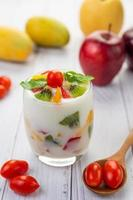 fruit yoghurt smoothie in helder glas