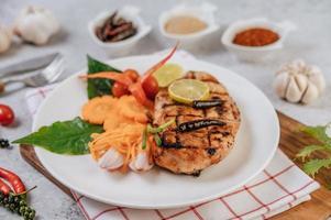 kippenbiefstuk met groenten foto