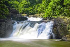 nang rong waterval in thailand foto
