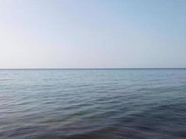 rustig blauw water