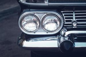 koplampen van een vintage auto