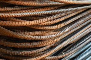 stalen staaf voor constructie. ijzer roest metaal. foto
