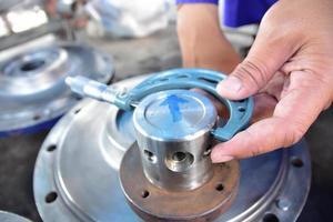 micrometer om de diameter van de as te meten