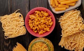 pasta op een tafel