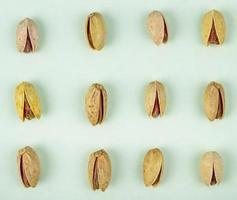 bovenaanzicht van pistachenoten foto