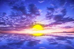de zon over de zee