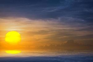 de zon over de zee foto