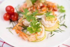 pittige thaise salade met garnalen