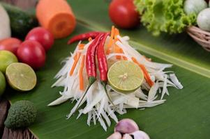 verse ingrediënten voor papajasalade