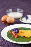 fios de ovos gerecht van twee eieren en kokosmelk