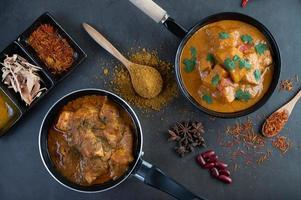 massaman curry met traditionele kruiden