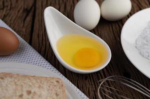 ingrediënten van eieren, brood en tapiocameel