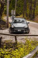 Verenigde Staten, 2020 - zwarte Mercedes Benz-auto overdag op de weg