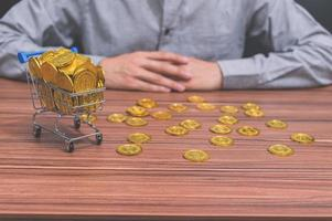 munten op tafel foto