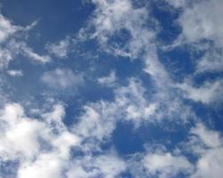 witte wolken aan de hemel overdag foto