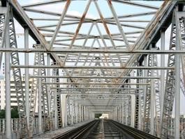 spoorlijn met brug foto