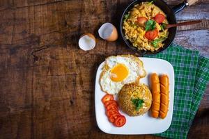 bovenaanzicht van Amerikaans ontbijt