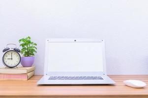 laptop op het bureau