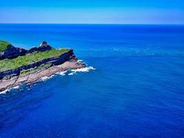 luchtfoto van een klif foto