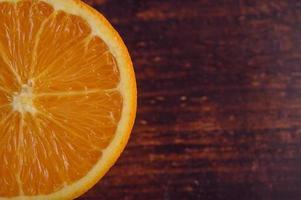 macro opname van rijpe sinaasappel met kleine scherptediepte foto